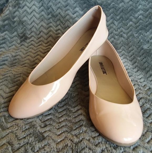 Shoes   Round Toe Nude Flats   Poshmark